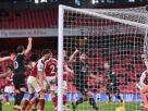 """อาร์เซนอล 10 คนพ่าย เบิร์นลีย์ คาถิ่น 0-1 เหตุ """"โอบา"""" โขกประตูตัวเอง"""